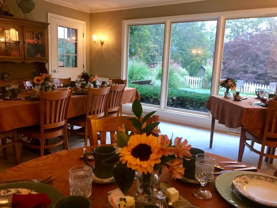 Newton, NJ: Dining area