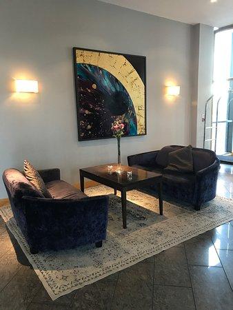 Carlow, Ireland: Stylish sitting area in te lobby