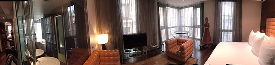 Hotel Urban : Pano of our Corner Suite