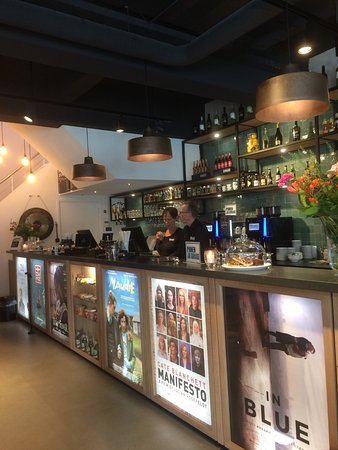 Bussum, The Netherlands: De bar in het filmhuis.