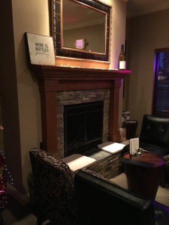 Waunakee, WI: Cozy fireplace