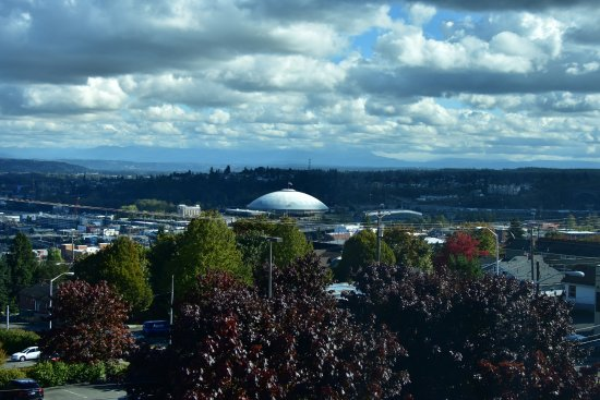 Best Western Plus Tacoma Dome Hotel: View from St Joseph's hospital room  and Best Western hotel to left of Tacoma Dome