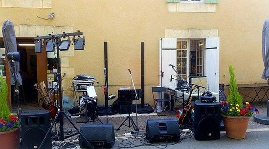 Saint-Avit-Senieur, Francia: Une de nos nombreuses soirées concert =D