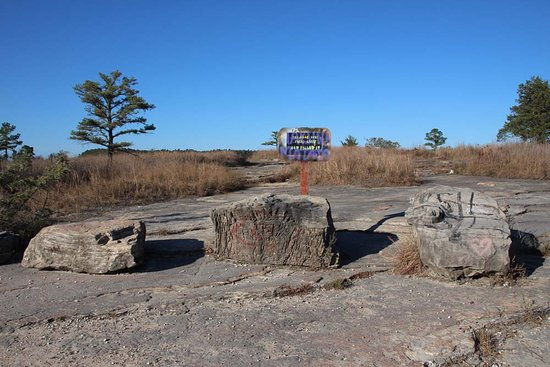 Calico Rock, AR: There is no sign at the parking area - look for the square blocks