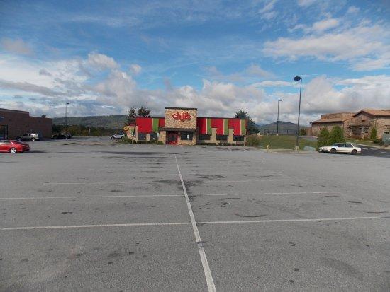Arden, Carolina del Norte: Chilis Restaurant taken from parking lot