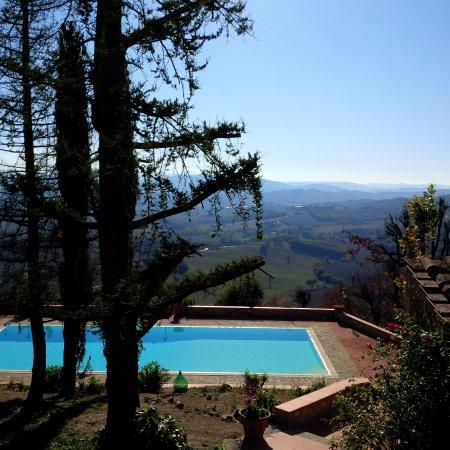 Casole d'Elsa, Italy: vista su piscina