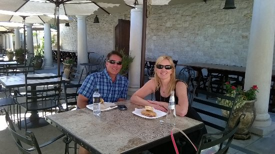 Kenwood, Kaliforniya: Having lunch in the piazza VJB winery