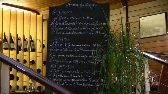 Les Frères de la Cote : Speisekarte auf der Tafel