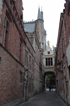 Burgplatz: Salida de la Plaza de Burg a la zona de canales de Brujas