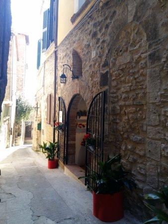 Acquasparta, Italië: Via Pie' Castello - Centro Storico del Borgo