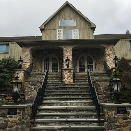Pocono Manor, PA: The outside of the spa.