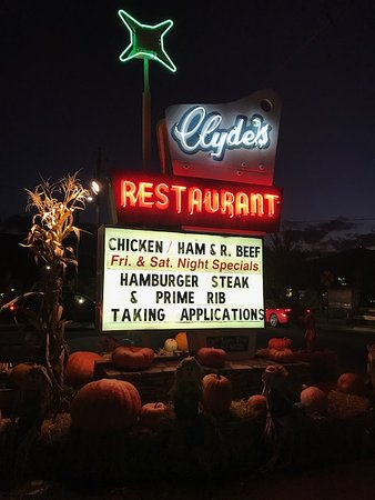 Clyde's Restaurant: We were traveling through in fall. Clydes has become one of my favorites for home cooked vegetab