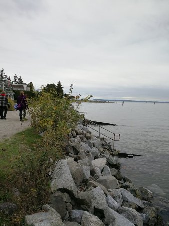 Surrey, Canadá: quiet walk by the beach