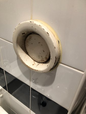 Coventry Hill Hotel : Air vent in bathroom