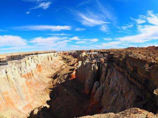 Coal Mine Canyon: photo1.jpg