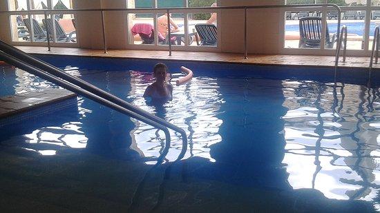 Hotel Ibersol Son Caliu Mar: Piscina climatizada.