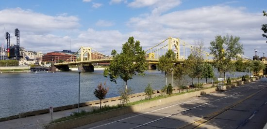 Roberto Clemente Bridge (Sixth Street Bridge): From the south side