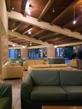 VOI Arenella Resort: The indoor area near the pool table