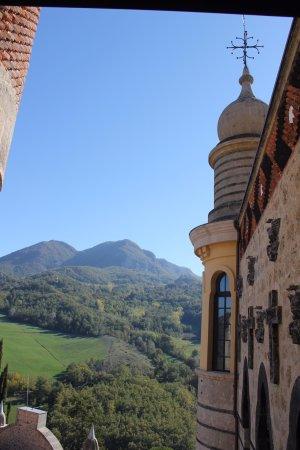 Grizzana Morandi, Itália: A Rocchetta Mattei view inside out on a beautiful October day