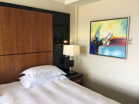 Radisson Blu Hotel & Spa, Galway: I even like the artwork, nice and bright