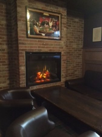 Prince George, Kanada: Cozy fireplace seating area
