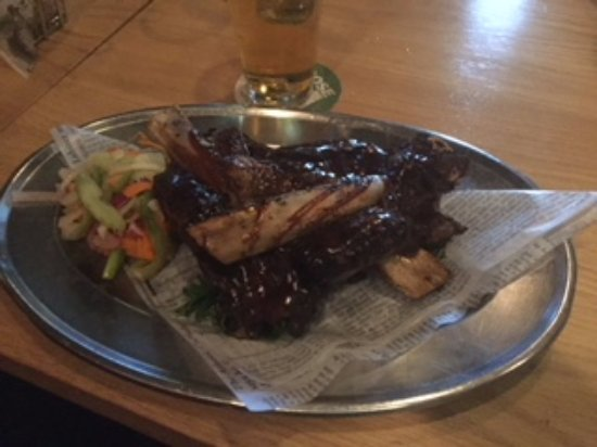 Prince George, Canadá: Juicy, tender big beef ribs- our favorite