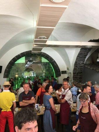 Trappitello, إيطاليا: confection des pizzas