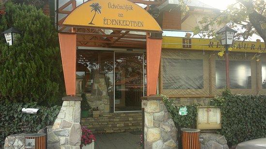 Édenkert Csárda and Inn: Vstup do restaurace
