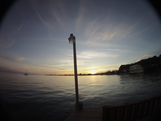 Bay Islands College of Diving: beautiful sunsets every night