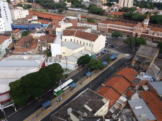 Hotel Opala Estacao : Vista parcial de Campinas (estação ferroviária) da sacada do 14º andar.
