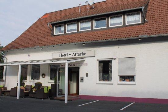 Raunheim, Jerman: Вид на отель с парковкой