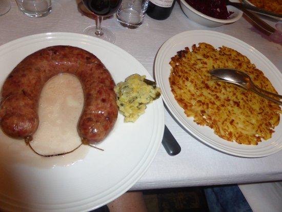 Chardonne, Switzerland: La fameuse saucisse et le roesti