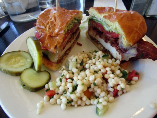 Lahaska, Pensilvania: Chive Cafe Buttermilk Fried Chicken Sandwich