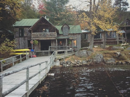 Eagle Bay, Estado de Nueva York: View of Main Lodge from the main dock