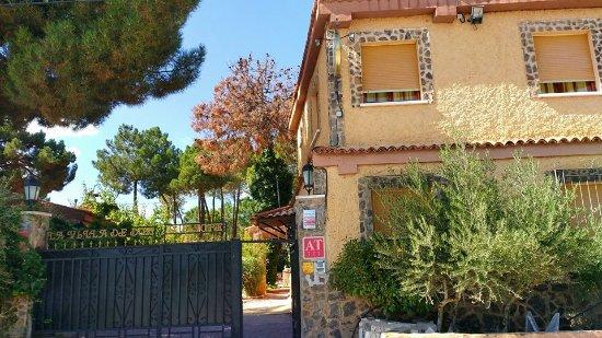 Fuentenava de Jabaga, Spain: Entrada del Hotel