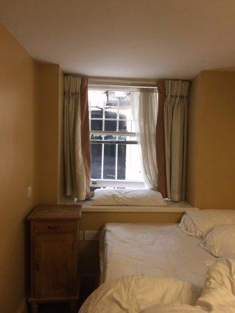 Castleton Hotel: la vista desde la habitacion q no tien nada que ver con la habitacion de la pagina web