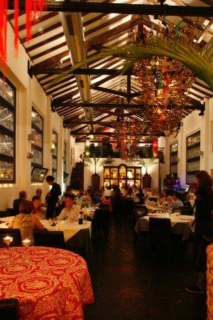 Alcacer do Sal, Portugal: Sala acolhedora para uma refeição romântica ou em família
