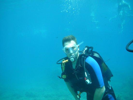 Ladiko, اليونان: Nede på ca. 3 meter med bade turister i bakgrunnen!