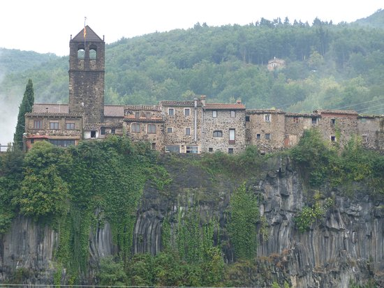Esglesia vella de Castellfollit de la Roca