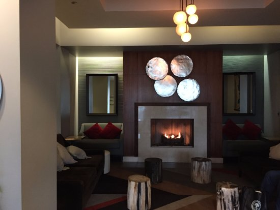 Skokie, IL: Sitting room between front lobby and restaurant