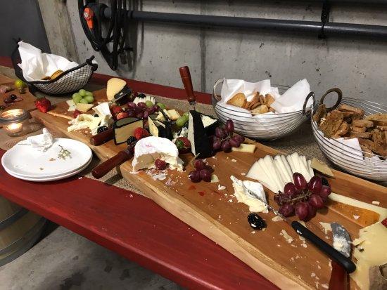 Wellington, Kanada: Wonderful Charcuterie Board prior to Harvest Dinner