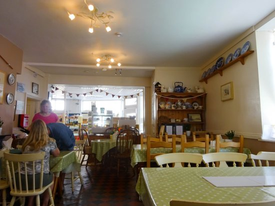 Nether Stowey, UK: The friendly atmosphere of the Quantock Tea Room