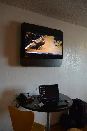 Κλίντον, Οκλαχόμα: TV and computer area.