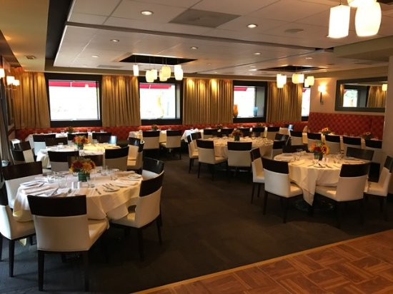Basking Ridge, نيو جيرسي: MAIN DINING ROOM OPEN FOR PRIVATE EVENT WITH DANCE FLOOR