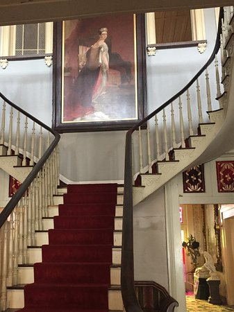 Belmont Mansion: Beautiful Grand Staircase!