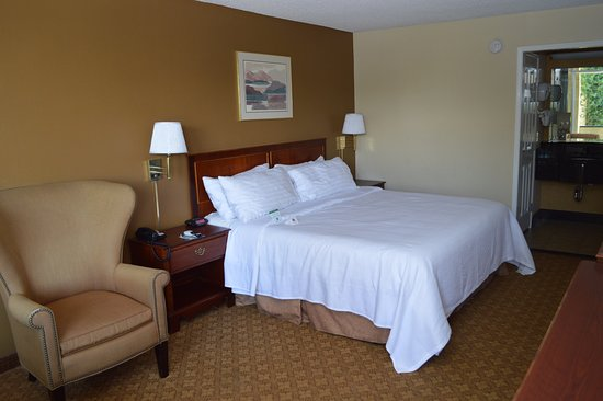 Ontario Airport Inn: Deluxe Non-Smoking with King Memory Foam Bed