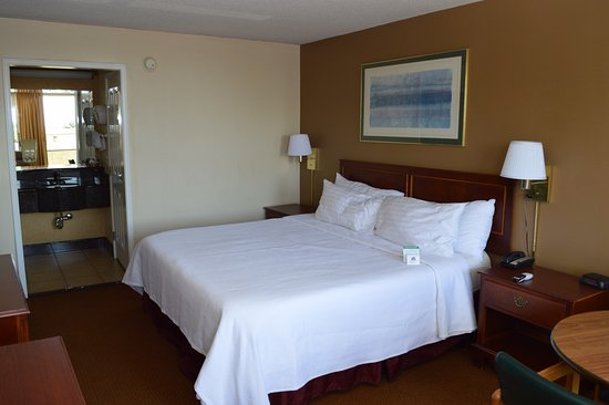 Ontario Airport Inn: Deluxe Smoking with King Memory Foam Bed
