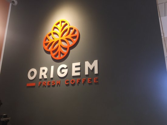 The best coffee ever, charming hosts and a welcoming atmosphere. All Coffee addicts visit Origem