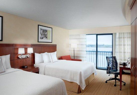Richland, WA: Queen/Queen Guest Room - Water View