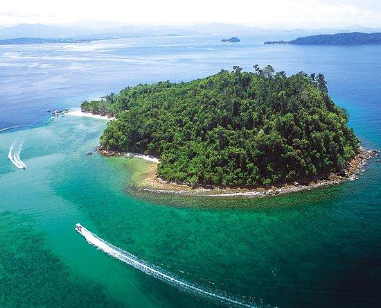 Le Meridien Kota Kinabalu: Sapi Island, one of 5 pristine islands, 35 minutes away by boat